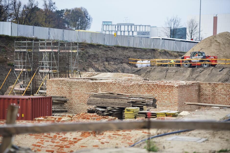 Rozpoczęło się betonowanie podpór przyszłej estakady