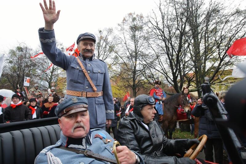 Na paradzie spotkamy wiele grup rekonstrukcyjnych, a wśród nich zawsze Piłsudczyków