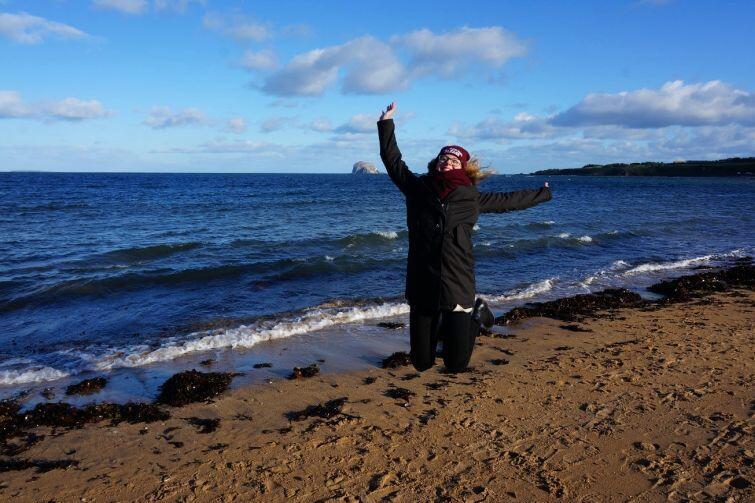 Na plaży w Edynburgu – zimowe ubrania obowiązkowo!