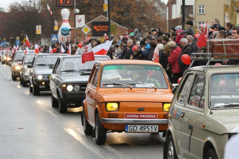 W paradzie Niepodległości biorą udział także samochody. W czasie jej trwania wystąpią utrudnienia w ruchu drogowym