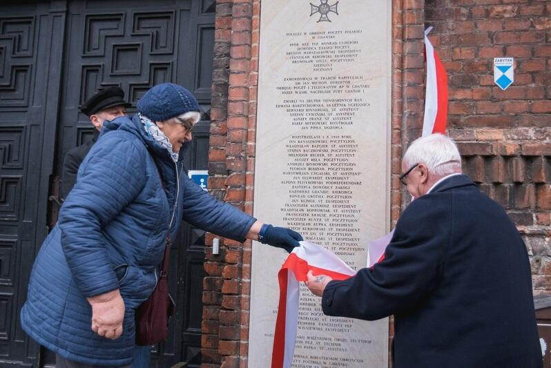 11 listopada 2018 r., na budynku przy pl. Obrońców Poczty Polskiej 1-2, zamontowało nowe tablice ku czci zamordowanych pocztowców