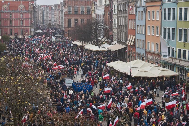 Tłumy na Paradzie Niepodległości w Gdańsku