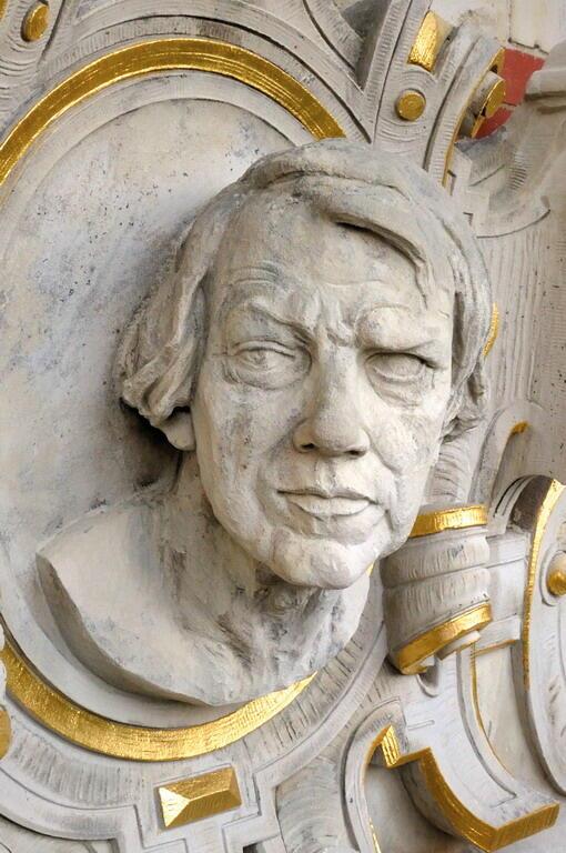 Ferdinand Schichau (1814 - 1896), inżynier, budowniczy maszyn, założyciel jednej z gdańskich stoczni. Tutaj - na fasadzie Gmachu Głównego Politechniki Gdańskiej