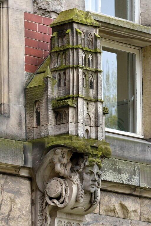 Łatwa do rozpoznania wieża kościoła Najświętszej Maryi Panny w Gdańsku symbolizuje twórczą strefę projektowania architektonicznego, odnosi się do architekta Karla Friedricha Schinkla