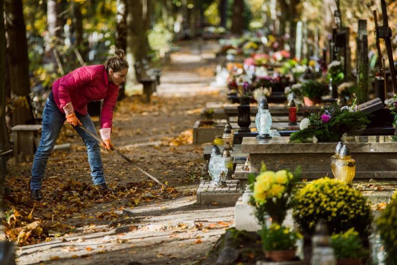 Dbamy o groby najbliższych. Pamiętajmy, że w okresie zimowym na gdańskich cmentarzach nie będzie dostępu do wody