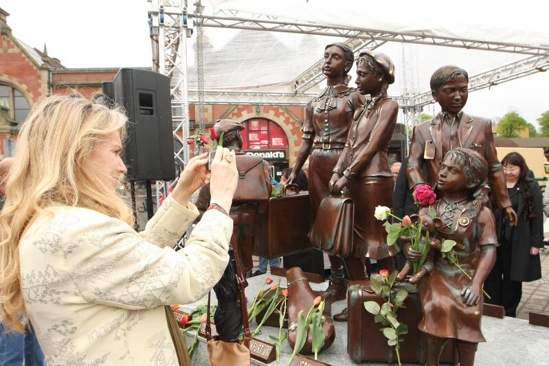 W maju 2009 r. odsłonięto w Gdańsku pomnik Kindertransportów - na 70. rocznicę ewakuacji żydowskich dzieci z nazistowskiego Gdańska do Wielkiej Brytanii. Akcja była jednym ze skutków 'nocy kryształowej'. Podobne pomniki postawiono także w kilku miastach w Niemczech. Ich autorem jest nieżyjący już Frank Meisler, który jako żydowski chłopiec, został uratowany z Gdańska właśnie dzięki Kindertransportom