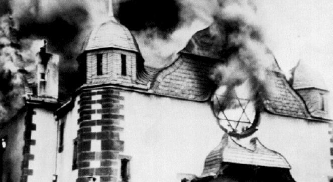 9 listopada 1938 r. Płonie synagoga w mieście Siegen (Nadrenia Północna Westfalia) - jedna z setek, które w Niemczech zaatakowali naziści podczas 'nocy kryształowej'