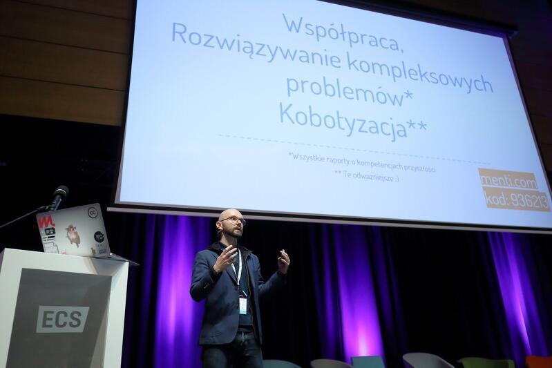 Kamil Śliwowski mówił m.in. o kobotyzacji - czyli umiejętności współpracy z komputerami i robotami