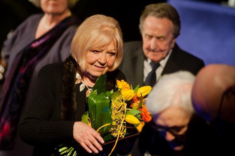 Regina Bielska odbiera nagrodę Związku Artystów Scen Polskich w 2013 r.