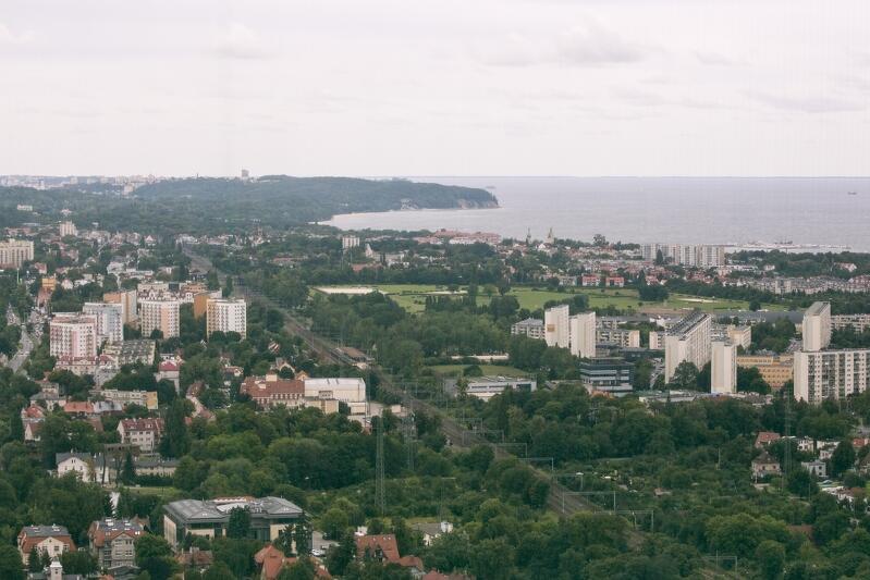 Widok z gdańskiego wysokościowca Olivia Star w stronę Sopotu i Gdyni. Trójmiasto jest rdzeniem, ale cała metropolia stanowi wspólnotę działań i interesów około 50 podmiotów samorządowych - od Pelplina i Kartuz, po Puck