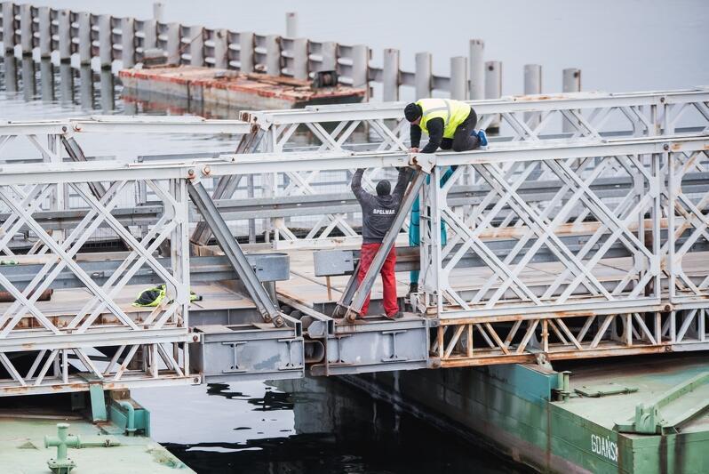 Rozpoczął się demontaż mostu pontonowego prowadzącego na Wyspę Sobieszewską