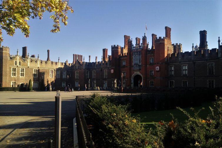 Rezydencja królewska Hampton Court pod Londynem