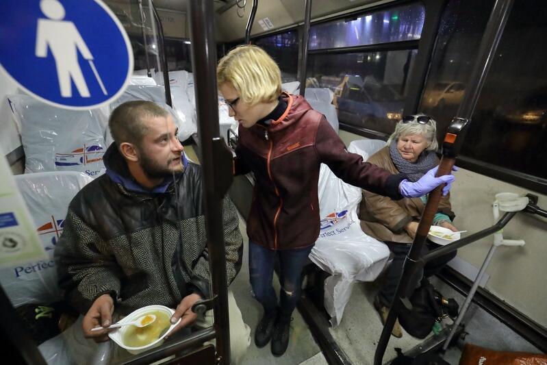 W niedzielę rozpoczął kursowanie autobus SOS - dedykowany osobom bezdomnym