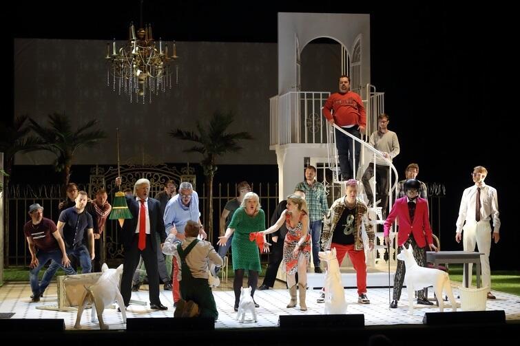 Paweł Szkotak zapewniał przed premierą, że opera może być dla każdego. Moim zdaniem obietnicy dotrzymał - ten spektakl zapewnia świetną zabawę