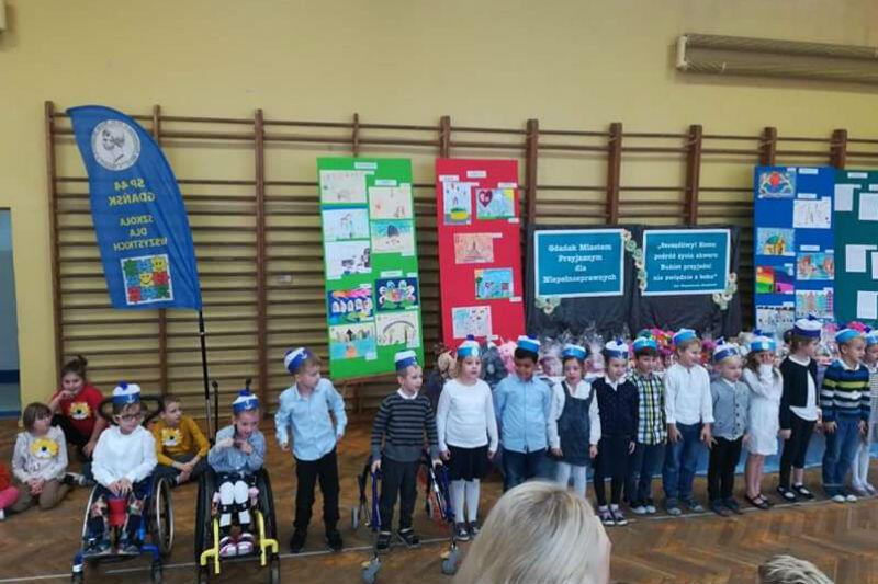 Podczas uroczystości w SP 44 nagradzani byli przedszkolaki i najmłodsi uczniowie szkoły podstawowej