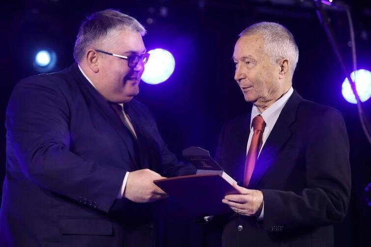 W roku 2017 najlepszym praktykiem Gdańskiej Nagrody Równości roku został Piotr Bogdanowicz, dyrektor Szkół Programów Indywidualnych