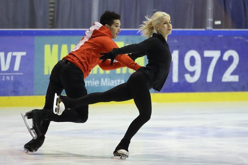 Justyna Plutowska i Jeremie Flemin podczas treningu na lodowisku w hali Olivia