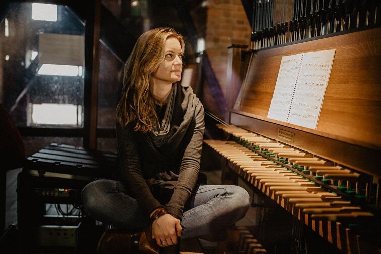 Monika Kaźmierczak na gdańskich carillonach gra regularnie od 2001 roku