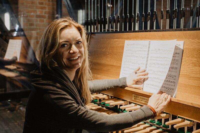 Monika Kaźmierczak zagra koncert w sobotę, 24 listopada o godz. 12.05 z wieży Ratusza Głównego Miasta