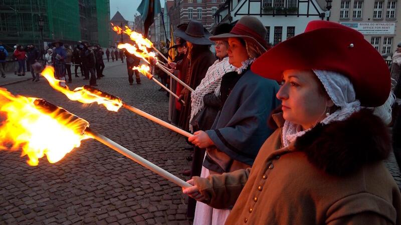 W tegorocznych obchodach wzięło udział 30 rekonstruktorów, którzy wcielili się w sylwetki żołnierzy, marynarzy, ale i mieszczek rodem z lat 20. XVII wieku