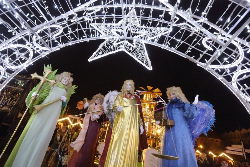 Aniołowie podczas otwarcia ubiegłorocznego Gdańskiego Jarmarku Bożonarodzeniowego