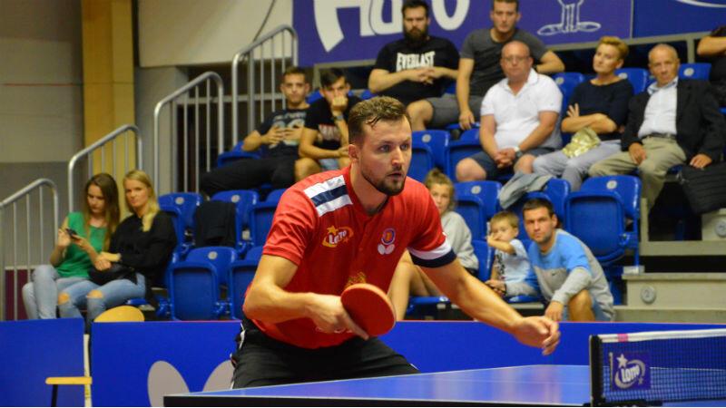 Patryk Chojnowski przy tenisowym stole