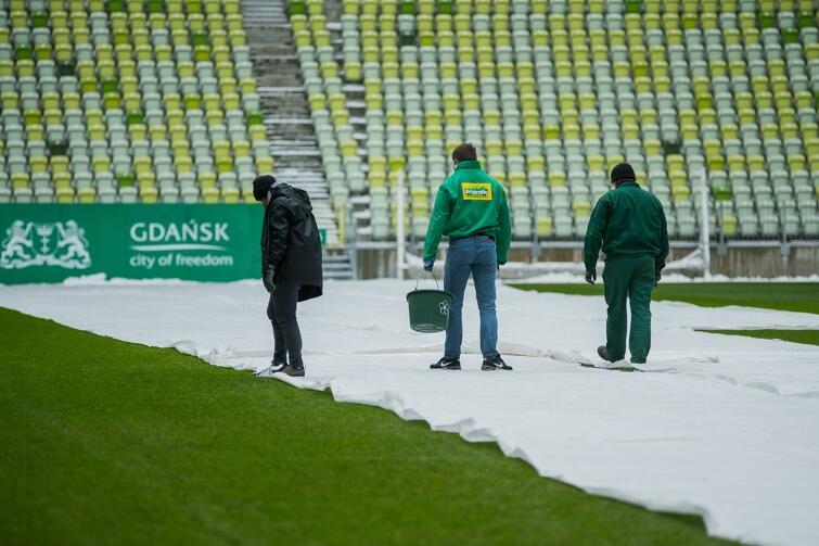 Na co dzień murawy Stadionu Energa Gdańsk dogląda siedmiu pracowników