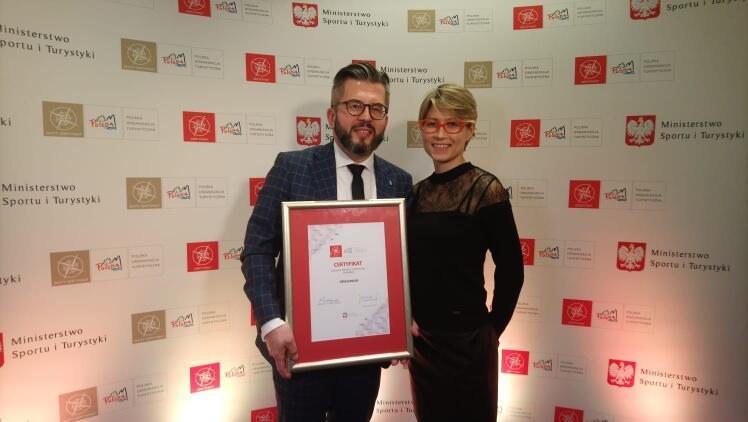 Nagrodę odebrali dyrektor Hevelianum Paweł Golak i Monika Mikołajczyk