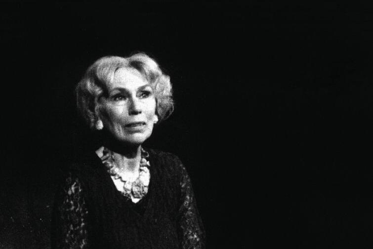 Na wystawie Halina Słojewska. Portrety sceniczne. Portrety prywatne  zostaną zaprezentowane fotografie z życia scenicznego i prywatnego artystki