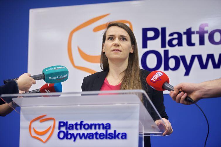 Posłanka Agnieszka Pomaska (PO) podczas konferencji prasowej w sprawie Polskiej Agencji Kosmicznej