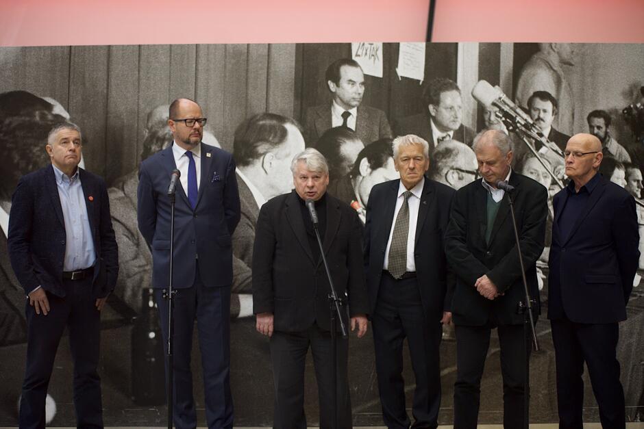 Członkowie Rady ECS: (od lewej) Władysław Frasyniuk, Paweł Adamowicz- prezydent Gdańska, Bogdan Borusewicz - wicemarszałek Senatu RP, Kornel Morawiecki, Bogdan Lis, Jacek Taylor