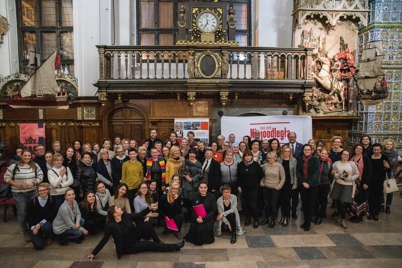 Goście uroczystej Gali z okazji jubileuszu uzyskania przez kobiety praw wyborczych w Dworze Artusa
