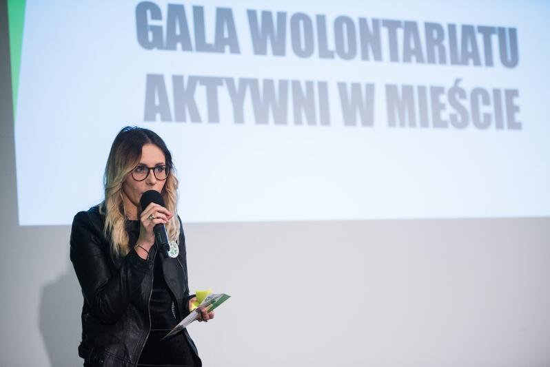 Agnieszka Buczyńska prezeska Gdańskiego Centrum Wolontariatu podczas rozstrzygnięcia konkursu `Aktywni w mieście` 2017