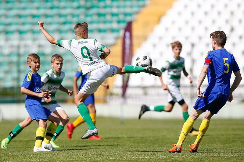 W czerwcu 13-latkowie, głownie z polskich klubów, grali na boisku przy ul. Traugutta w turnieju Złote Lwy Gdańskie
