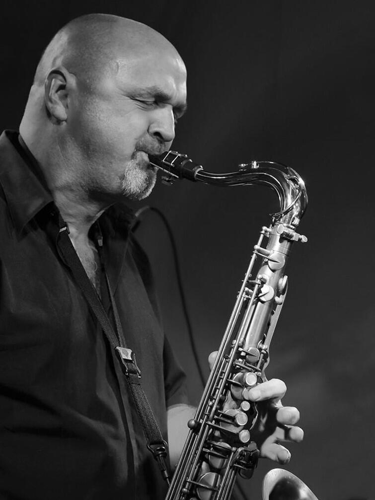 Adam Wendt - saksofonista, kompozytor, aranżer oraz pedagog, jeden z członków zespołu New Coast