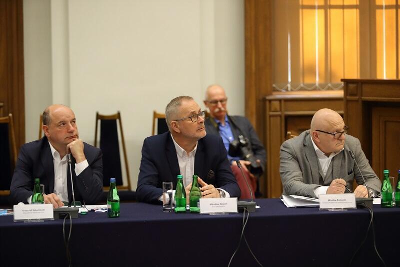 Pierwszy od lewej: Krzysztof Sobolewski prezes zarządu Shipyard City Gdańsk, Mirosław Nowak ze spółki Echo Investments oraz Wiesław Bielawski z-ca prezydenta Gdańska ds. polityki przestrzennej