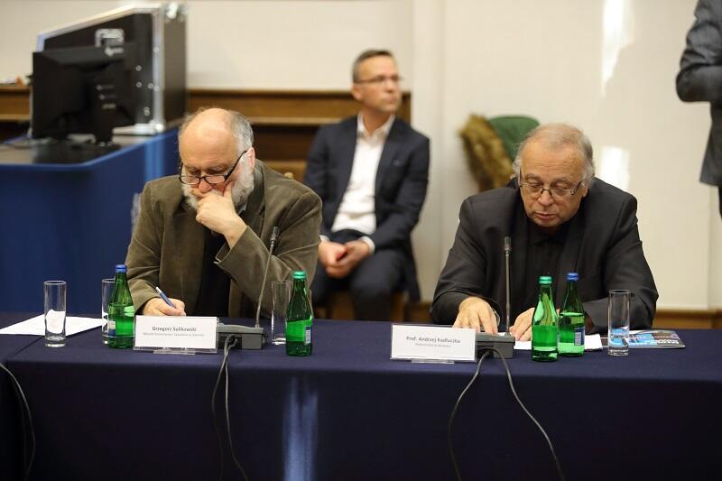 Od lewej: Grzegorz Sulikowski - miejski konserwator zabytków w Gdańsku oraz prof. Andrzej Kadłuczka z Politechniki Krakowskiej