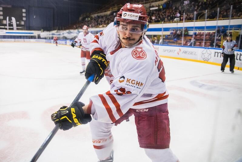 Od 9 do 11 listopada w hali Olivia odbywał się turniej hokeja na lodzie o Puchar z Okazji 100-lecia Odzyskania Niepodległości. Oprócz reprezentacji Polski grały Dania, Norwegia i Austria, drużyny, które występują w hokejowej Elicie. Ostatniego dnia turnieju biało-czerwoni zmierzyli się z Austrią, z którą przegrali 0:2