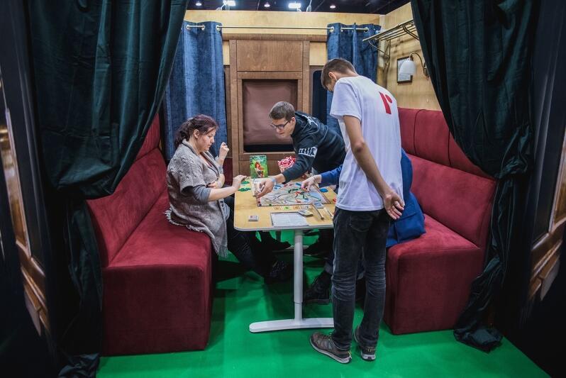 Dzięsiątki stolików do gry, ponad 2000 planszówek, konkursy, mistrzostwa i turnieje - przez dwa dni, od rana do wieczora, fani gier planszowych zawładnęli Targami Gra i Zabawa 2018, które odbyły się w sobotę i niedzielę, 24 i 25 listopada, w AmberExpo