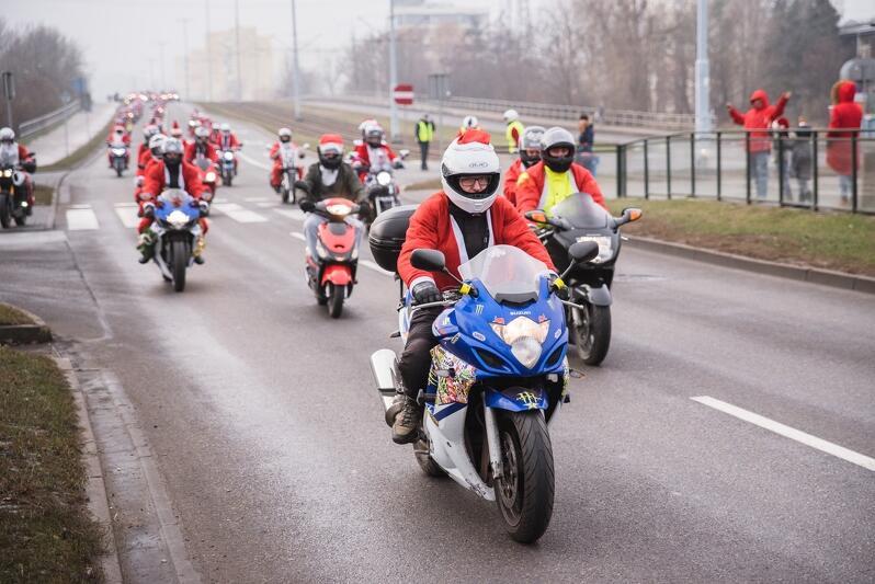 Tysiące Mikołajów nie tylko z Polski przejechałó w niedzielę, 2 grudnia 2018 roku prze Trójmiasto