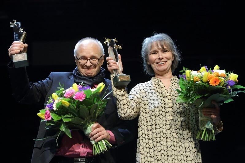 Linda Vilhjálmsdóttir z Islandii to laureatka ubiegłorocznej Nagrody Literackiej Miasta Gdańska Europejski Poeta Wolności. Na zdj. z tłumaczem Jackiem Godkiem