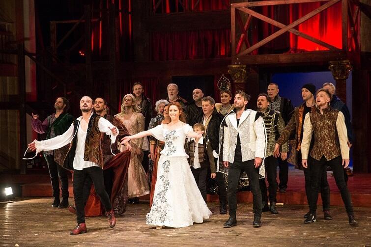 Piotr Biedroń [na zdj. po prawej] w 'Zakochanym Szekspirze' wykreował brawurową rolę Neda Alleyna