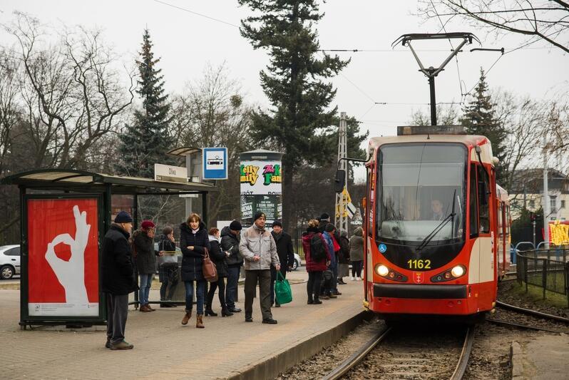 Gdański tramwaj na pętli w Oliwie