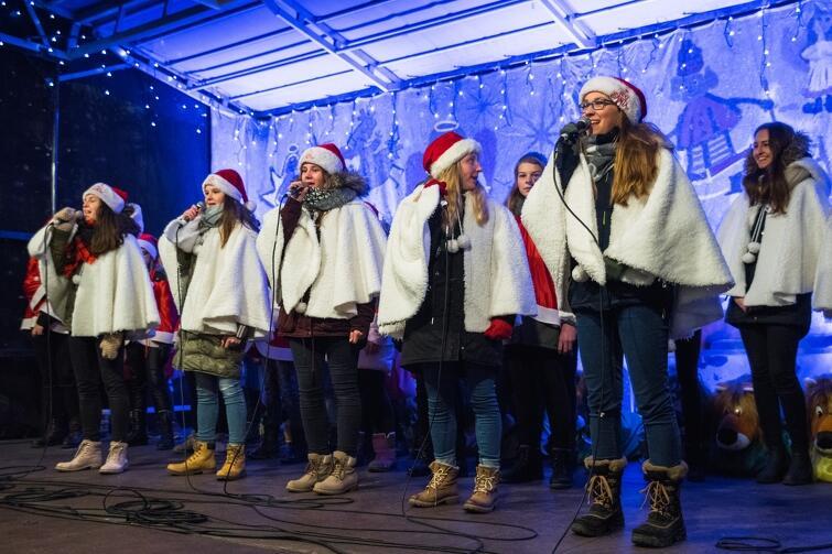 Tak wyglądało w zeszłym roku powitanie św. Mikołaja i zapalenie lampek na gdańskiej choince