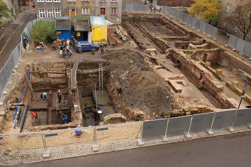Badania archeologiczne przy ul. Św. Ducha trwały z przerwami dwa lata,