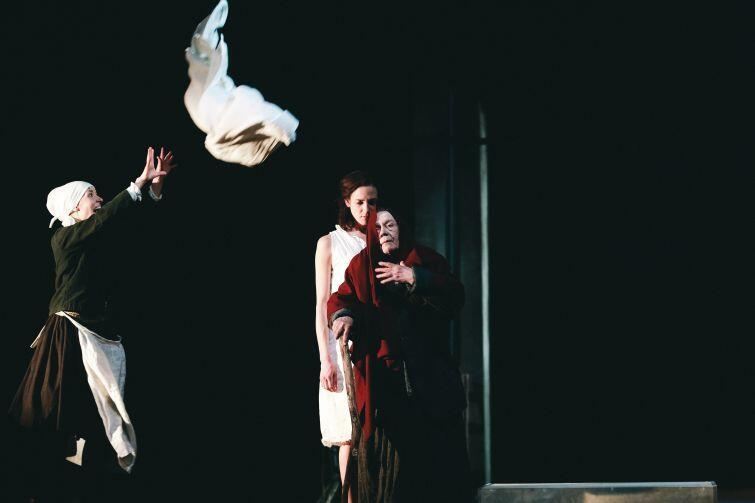 Spektakl Wilkołak  wyreżyserował pochodzący z Jakucji Sergey Potapov, jeden z najważniejszych współczesnych reżyserów. Został okrzyknięty  jakuckim Tarantino