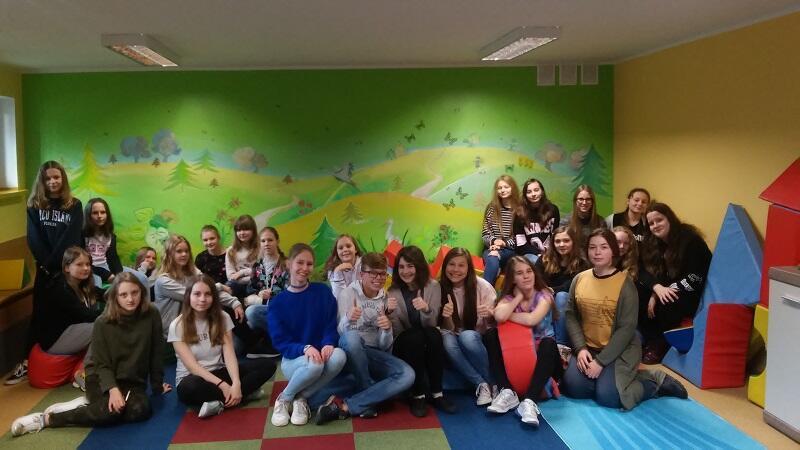 W Szkole Podstawowej nr 89 w Gdańsku trwają egzaminy gimnazjalne i nie udało się dziś zrobić zdjęcia tutejszym wolontariuszom. Publikujemy zdjęcie archiwalne