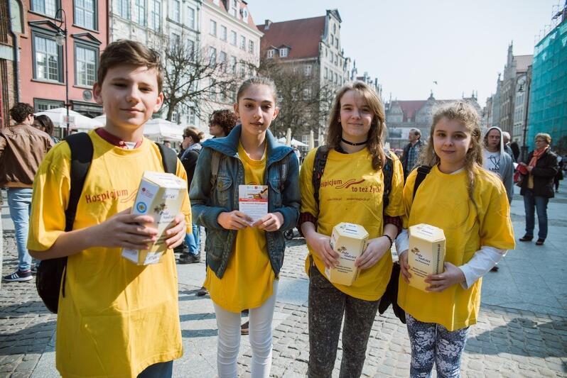 Pola Nadziei`2017 - gdańscy uczniowie kwestują na rzecz Fundacji Hospicyjnej