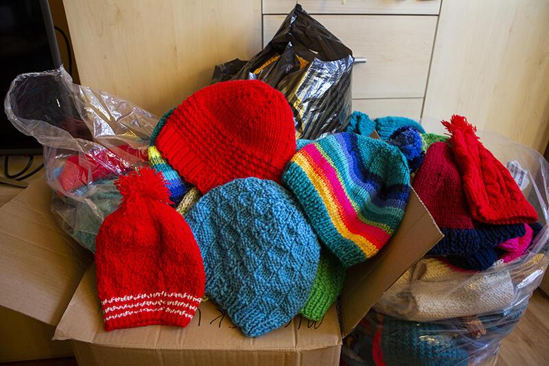 Pierwsze czapki powinny pojechać z transportem darów do Libanu już w czwartek, 6 grudnia