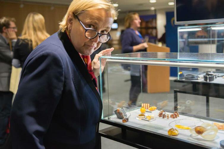 W Brukseli została zaprezentowana dwukrotnie - ostatnio, w dniach 4-6 grudnia, w Parlamencie Europejskim. Zbiory z bliska obejrzała m.in. europosłanka Róża Thun